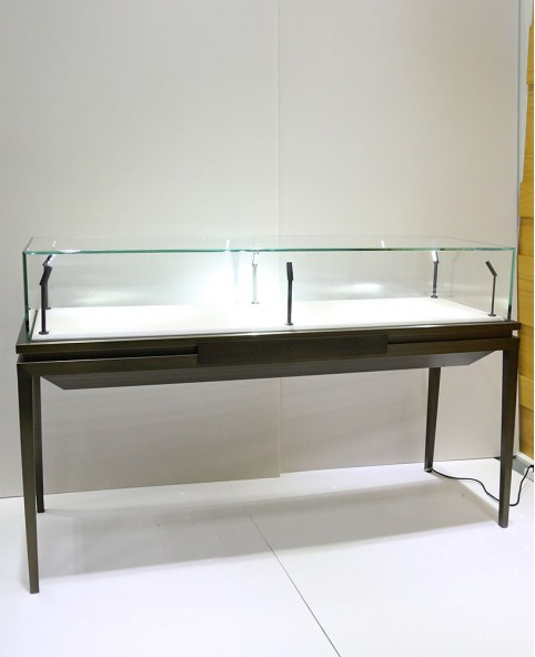 Exhibition Stand Rota : Sit down black glass top jewelry display case