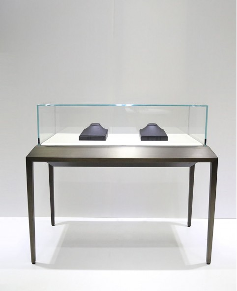 Sit Down Black Glass Top  Jewelry Display Case